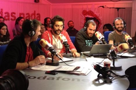 Iñaki Urrutia, Dani Mateo, Jorge Ponce y Yonyi Arenas durante la grabación. | ELMUNDO.es