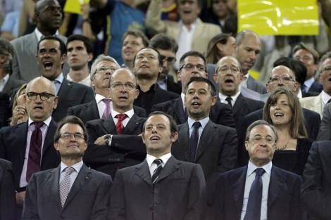 Rosell junto a Mas y Florentino en el palco del Camp Nou.   Antonio Moreno