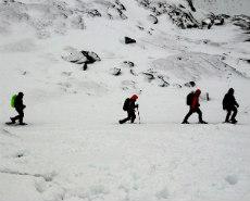 Montañeros en la nieve.   M. Estebaranz.