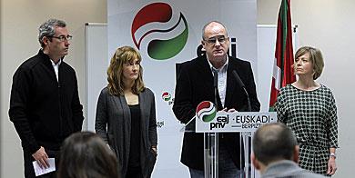 El presidente del PNV de Gipuzkoa, Joseba Egibar, en la rueda de prensa.| Efe