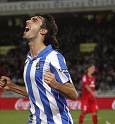 Carlos Martínez celebra el gol, |Efe
