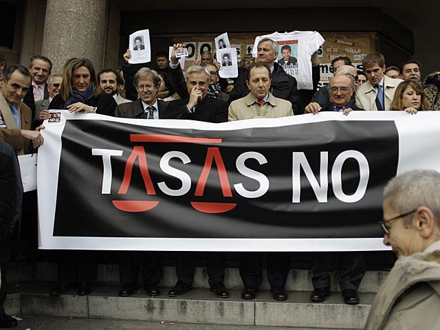Protesta de jueces y fiscales frente a la sede de los juzgados de Plaza de Castilla. | A. Di Lolli