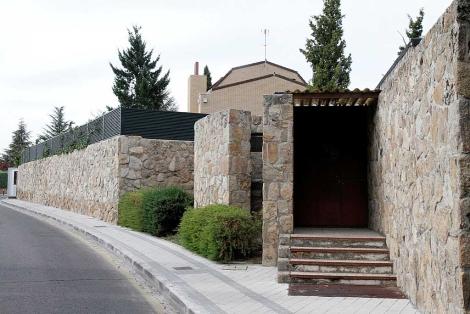 Chalé del ex ministro José Blanco, en una urbanización de Las Rozas, Madrid.   Diego Sinova