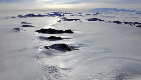 Vista aérea de las montañas Ellsworth, bajo las que ha comenzado la exploración.   P. Bucktroat