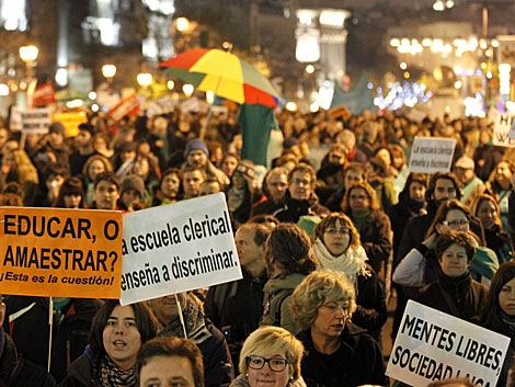 Manifestantes en Madrid, con lemas contra la ley Wert. | Efe
