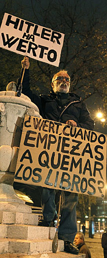 Un manifestante, en Madrid. | Efe