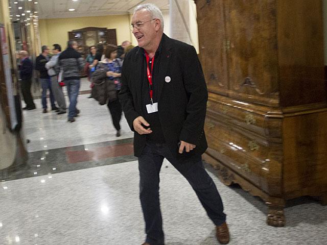 Cayo Lara, en el 'hall' del hotel donde se ha celebrado la Asamblea. | Antonio Heredia