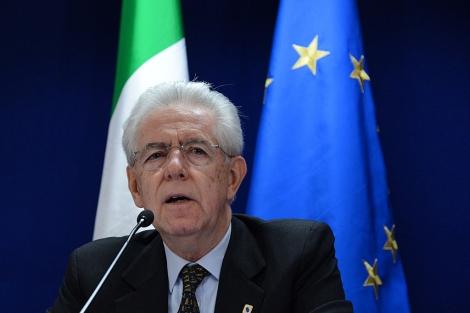 El primer ministro italiano, Mario Monti, durante una rueda de prensa en Bruselas. | Afp