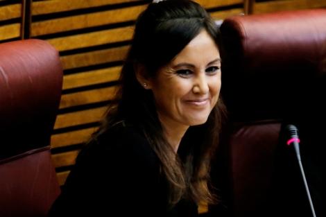 Elisa Díaz González, en su nuevo escaño en las Cortes Valencianas.   Efe