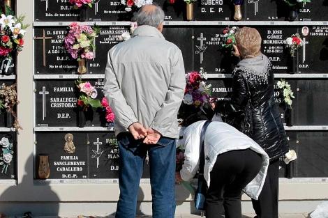 Cementerio de Logroño en vísperas de la festividad de Todos los Santos.   Justy Garcia Koch