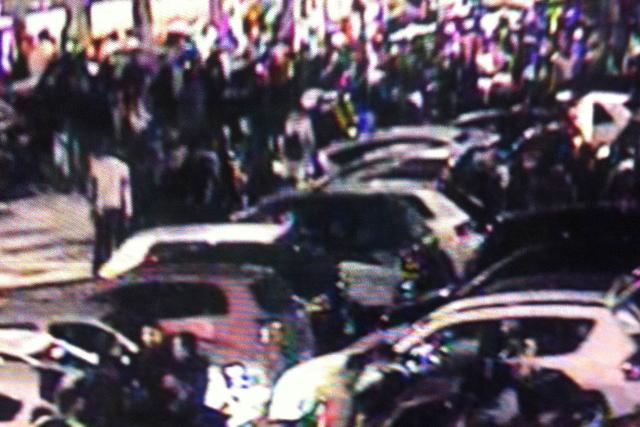 Imagen sacada del vídeo que se grabó en el 'parking' la noche de Halloween.   EL MUNDO