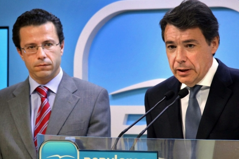 Fernández-Lasquetty (izda.), junto a Ignacio González. | El Mundo