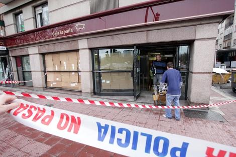 Oficina de Caja España en Arca Real asaltada esta madrugada. | Photogenic/Pablo Requejo