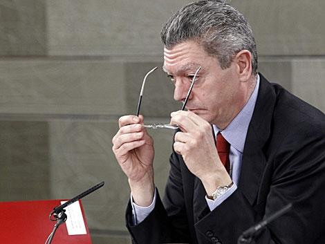 El ministro de Justicia, Alberto Ruiz-Gallardón, en rueda de prensa. | Zipi / Efe