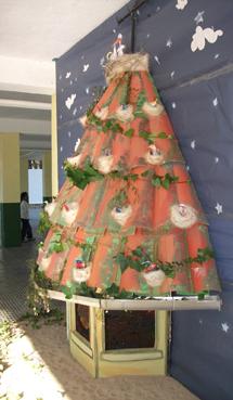 Un árbol Navideño Reciclado Y Participativo Alicante