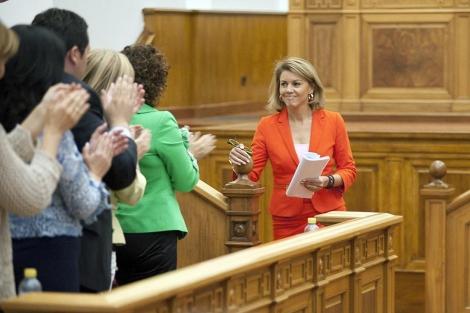 Dolores de Cospedal, aplaudida por los miembros de su partido. | Efe