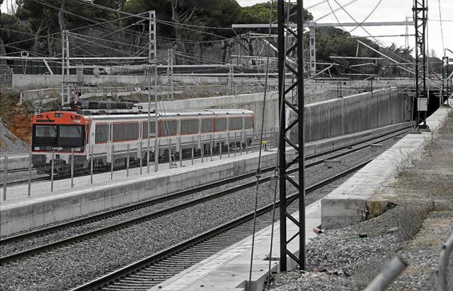 Tren que une Valladolid y Medina del Campo. | J. M. Lostau