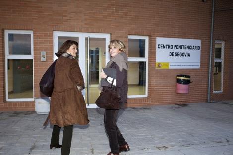 Esperanza Aguirre a su llegada a la cárcel de Segovia. | Pablo Requejo