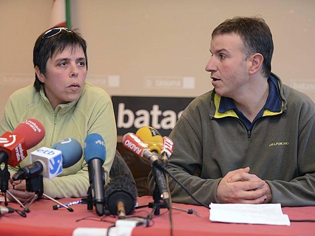 Maite Goyenetxe y Jean-Claude Aguerre anuncian la disolución de Batasuna. | Caroline Blumberg / Efe