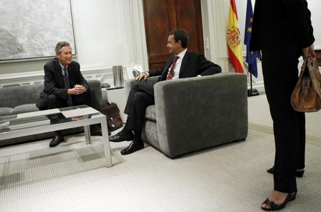 Olivier Blanchard, reunido con Zapatero en La Moncloa en 2010. | Reuters