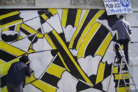 Pintada en la fachada del solar donde se levantará el colegio. | russafa.org