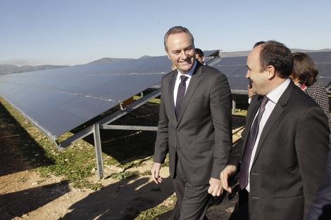 El presidente de la Generalitat durante su visita a la instalación. | ELMUNDO.es