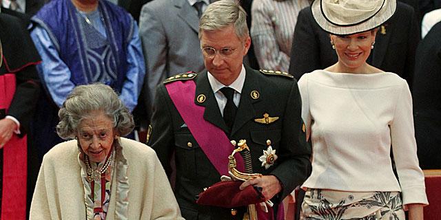 La reina Fabiola, con el príncipe Felipe y la princesa Matilde. el pasado julio. | Gtres