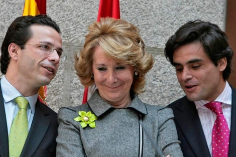 Güemes (dcha) junto a Lasquetty (izq) y Esperanza Aguirre. | Begoña Rivas