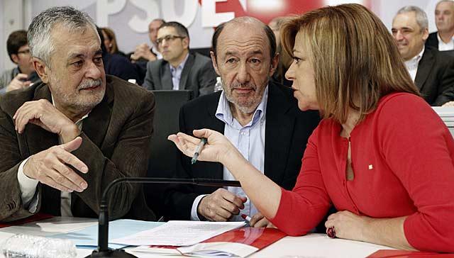 Griñán, Rubalcaba y Valenciano, en la reunión del Comité Federal del partido.   Efe