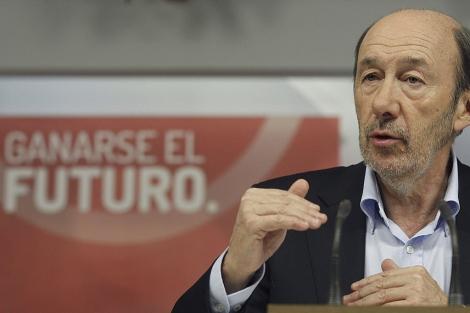 Alfredo Pérez Rubalcaba, durante la rueda de prensa. | J.J. Guillén / Efe