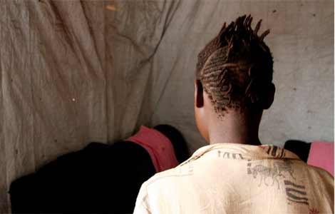 Beatrice, de 14, está sola desde que su aldea fue atacada. | Colin Crowley