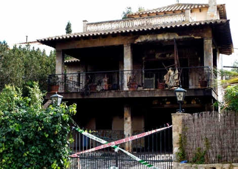 La casa con el fuego ya extinguido. | EFE