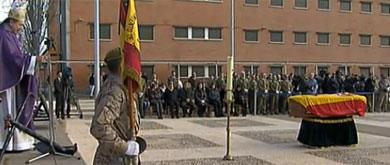 Funeral en la base de San Genís (Zaragoza). | TVE