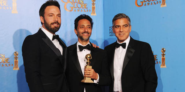 El director y los productores de 'Argo' tras la gala. | Afp