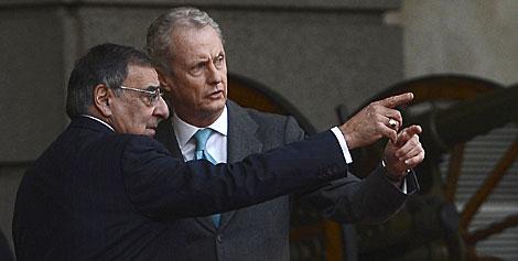 El secretario de Defensa de EEUU y el ministro de Defensa. | Pierre-Philippe Marcou / Afp