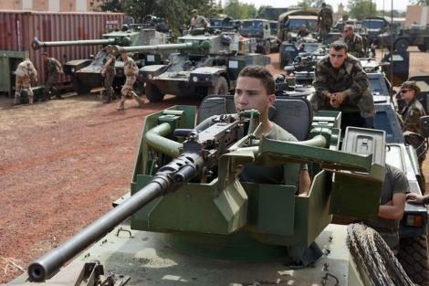 Soldados franceses en una base en la capital de Costa de Marfil.| Afp