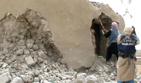 Islamistas destruyen un mausoleo en Tombuctú el pasado mes de julio. | Afp