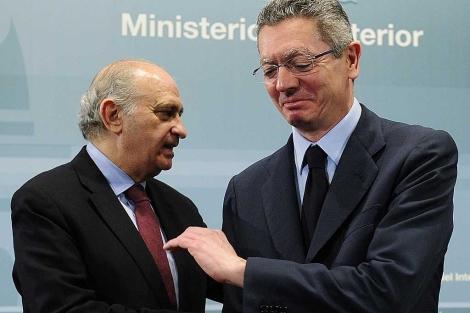 Los ministros Fernández- Díaz y Gallardón, en un acto reciente. | Foto: Bernardo Díaz