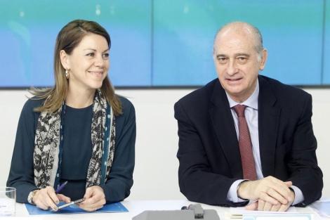 El ministro, junto a Cospedal, hoy en la sede del PP. | Antonio Heredia