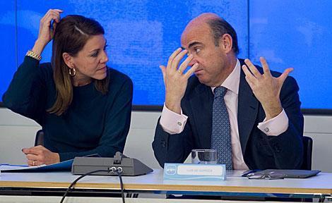 Cospedal y De Guindos en una reunión hoy en Génova. | Alberto Cuéllar