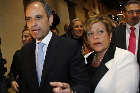 Milagrosa Martínez, junto a Francisco Camps, en una imagen de 2009. | Vicent Bosch