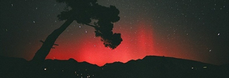 Una aurora roja en Niza, 2001. | L. Bernardi, spaceweather.com