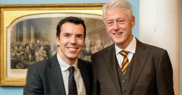 Carlos Mulas, con Bill Clinton. | EL MUNDO