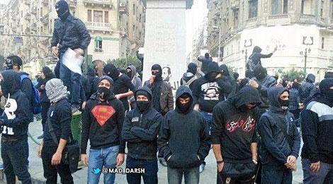 Jóvenes miembros de 'Black bloc'.