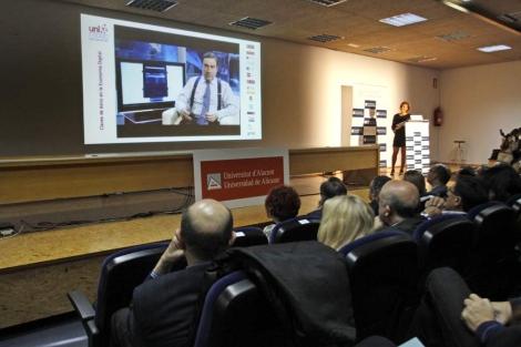 Momento de la presentación del curso, con la charla de Pedro J. Ramírez. | R.Pérez