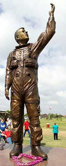Estatua en Texas en homenaje al astronauta William McCool.   NASA
