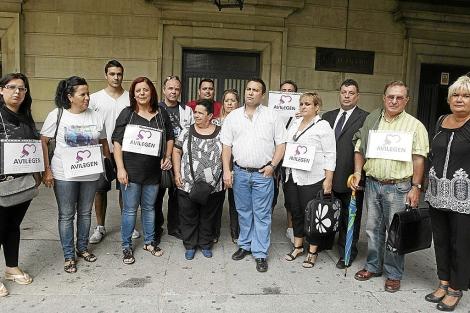 Santos Barragán (en el centro), en una concentración en su apoyo.| Conchitina