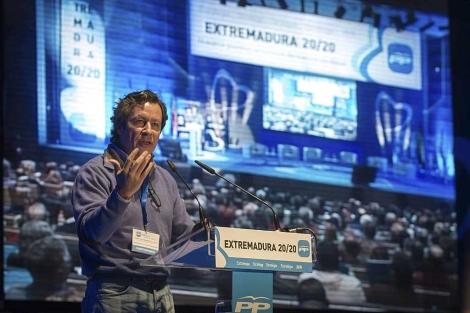 Carlos Floriano, durante su intervención en la Intermunicipal del PP de Extremadura.   Foto: Efe