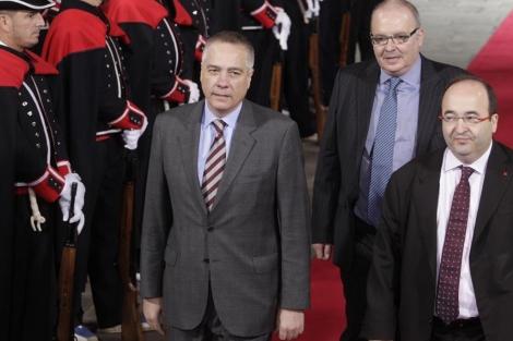 Iceta junto a Navarro, en la toma de posesión de Mas.   Antonio Moreno