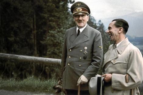 Hitler bromea con Goebbels a mediados de 1943, | VEA MÁS IMÁGENES